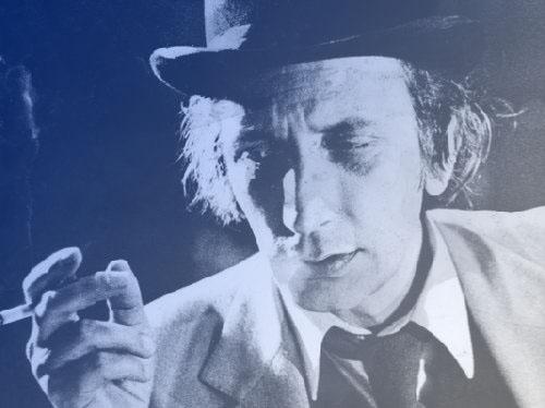 Pierre-Debauche-fait-danser-les-mots-sur-le-plateau-du-Conservatoire copie